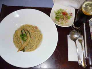 Lunch_1204211